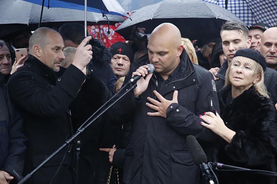 LJUBAV KRIJU OD OČIJU JAVNOSTI Sin pokojnog Šabana Šaulića smuvao zgodnu pjevačicu