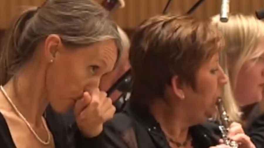 KOLEKTIVNI EMOCIONALNI SLOM Ovako zvuči orkestar kada se muzičari najedu LJUTIH PAPRIKA (VIDEO)