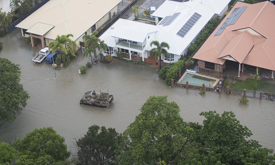 SUROVA PRIRODA Nakon vreline Australiju pogodile velike poplave, dodatna opasnost od KROKODILA I ZMIJA (FOTO, VIDEO)