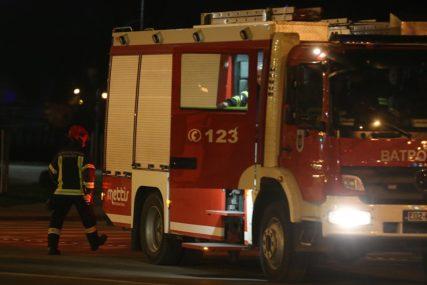 INTERVENISALI VATROGASCI U Trebinju izbio požar na automobilu (FOTO)