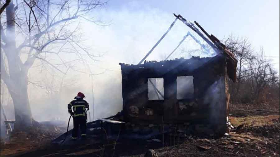 TRAGEDIJA U BELOM POTOKU Muškarac (45) stradao u požaru u kući, ima i povrijeđenih