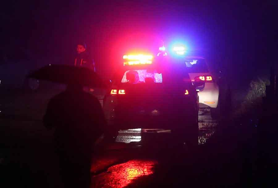 GRAĐANI PRVI PRITEKLI U POMOĆ Automobil se prevrnuo kod Bihaća