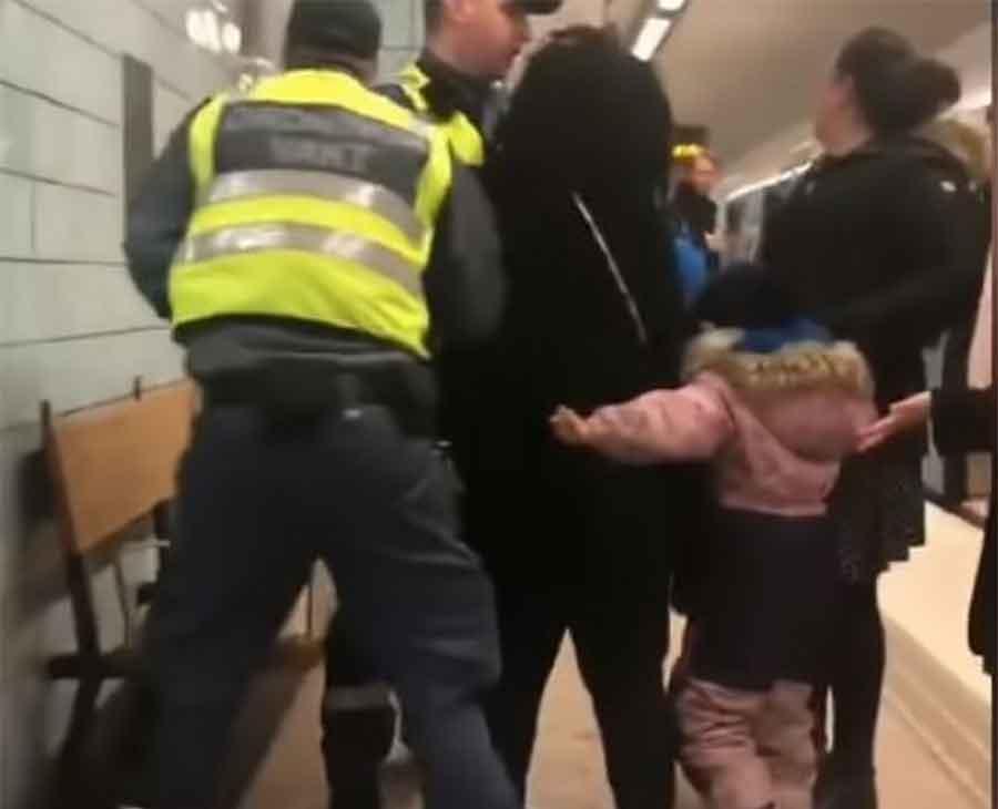 ŠOK USRED EVROPE Trudnicu nasilno izbacili iz prevoza, njeno dijete sve gledalo i VRIŠTALO (VIDEO)