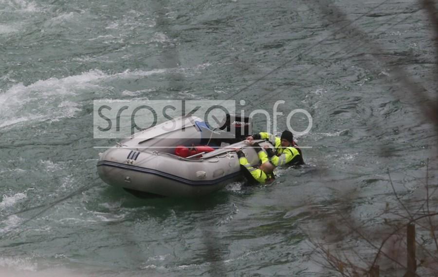 DRAMATIČNA AKCIJA Prevrnuo se čamac sa specijalcima tokom IZVLAČENJA TIJELA iz klisure (FOTO)