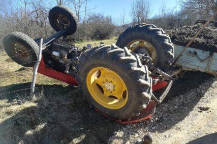 NESREĆA KOD BANJALUKE Muškarac poginuo prilikom prevrtanja traktora (FOTO)