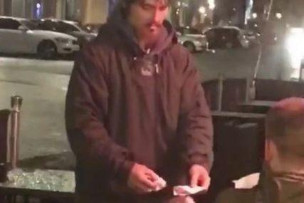 HIT NA DRUŠTVENIM MREŽAMA Beskućnik tražio novac pa dobio karticu i PIN