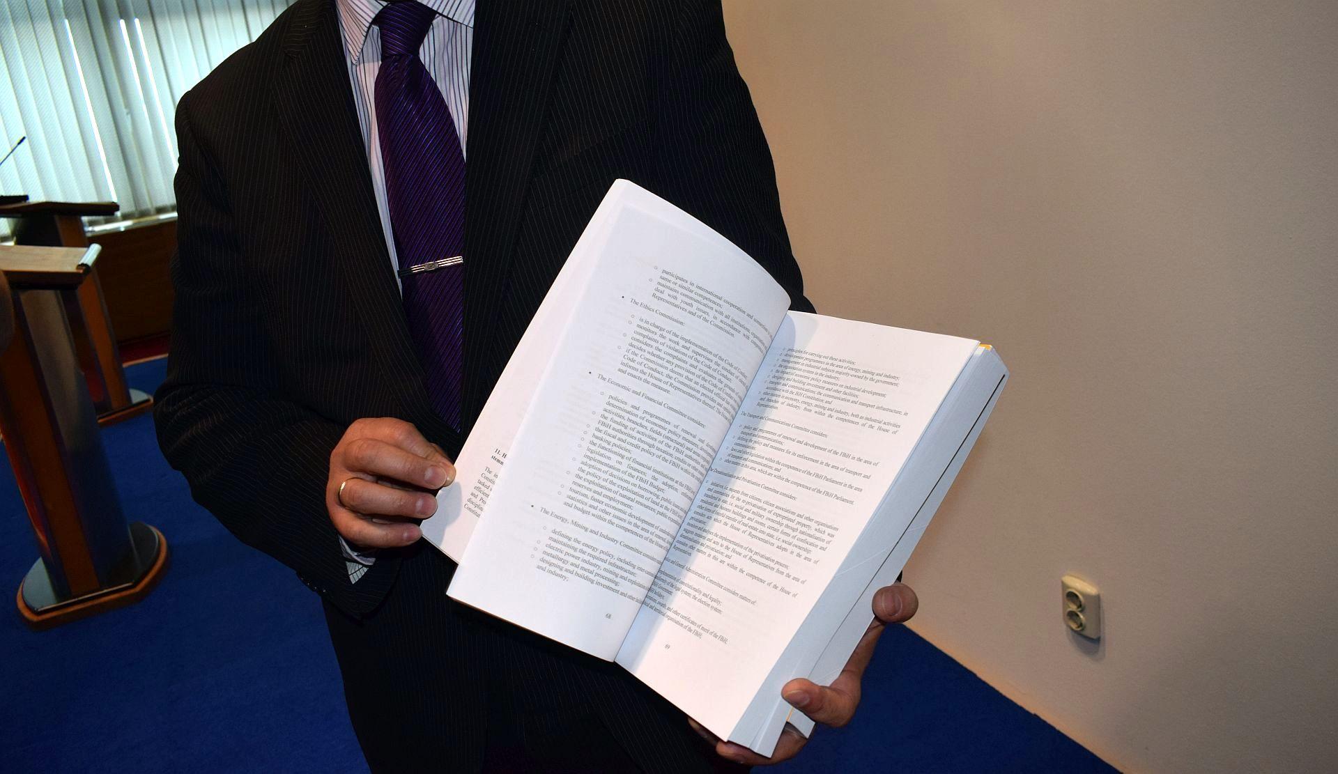 DOGOVORILI SE DA SE NE MOGU DOGOVORITI Zašto BiH nije precizno odgovorila na više od 20 pitanja Evropske komisije