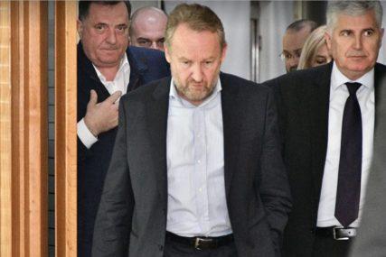 """""""PAPIR SE USAGLAŠAVA"""" Šta se nalazi u dokumentu koji je Izetbegović dostavio Dodiku i Čoviću"""