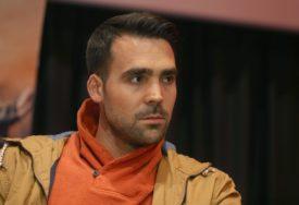 ODUŠEVIO Glumac Miodrag Radonjić ZAPJEVAO, a na klaviru ga pratila MAJKA (VIDEO)