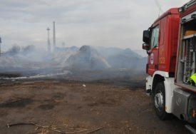 """VATROGASCI NEUMORNO DEŽURAJU Vatra u """"Incelu"""" i dalje tinja, na terenu i POLICIJA (FOTO)"""
