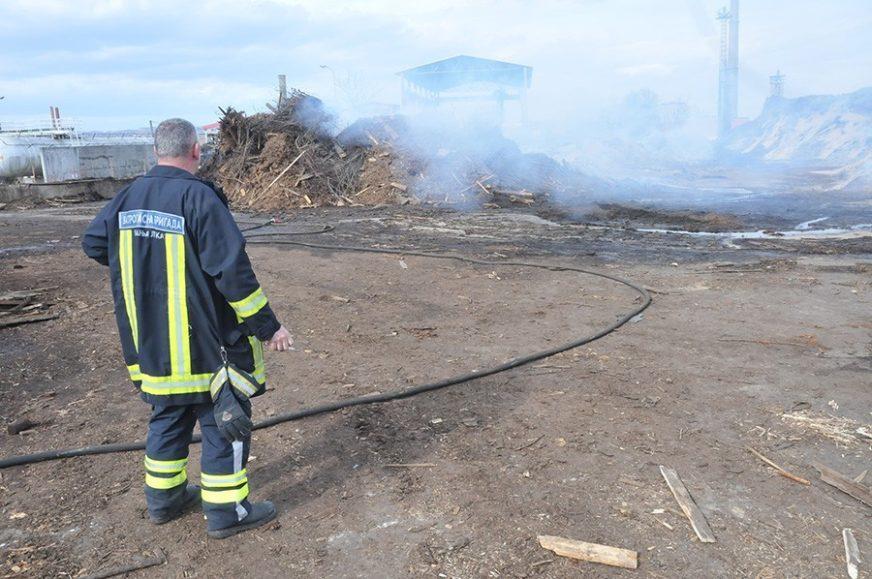 EKOLOŠKA KATASTROFA PRIJETI BANJALUCI Tokom požara iscurilo opasno ulje, litra može da zagadi cijelu rijeku