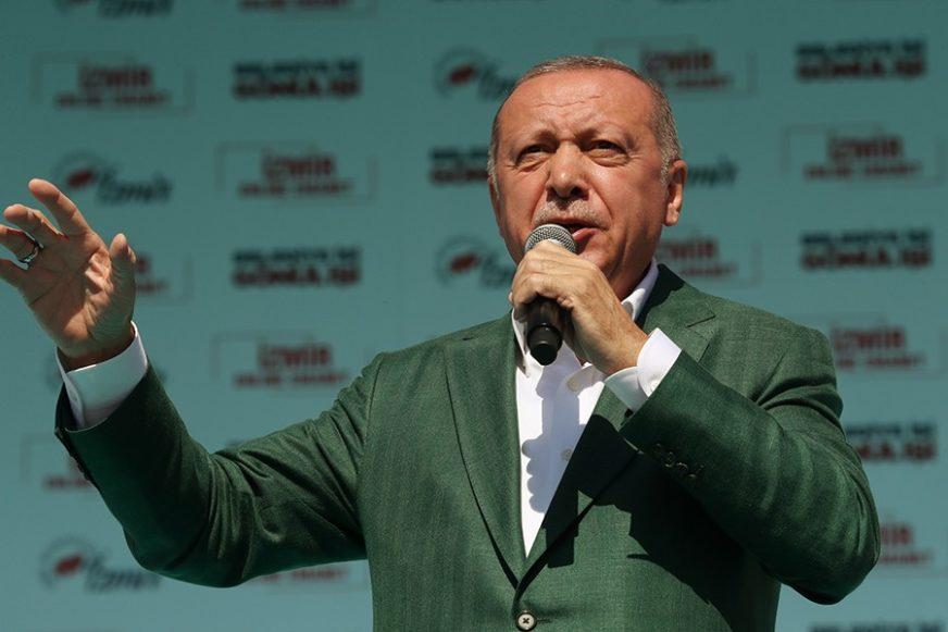 """OPET U RATU SA MEDIJIMA Erdogan tuži francuski časopis koji ga je nazvao """"ISKORJENITELJEM"""""""
