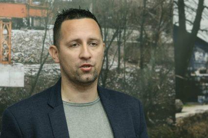 """""""NEĆEMO U SDS I PDP ZBOG MOGUĆEG ŠVRLJANJA"""" Odbornik Lazić najavio osnivanje novog pokreta"""