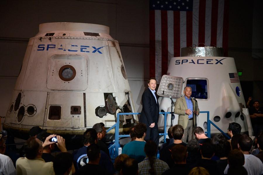 BOMBARDOVANJE MARSA! Zašto Elon Musk želi baciti nuklearke na Crvenu planetu?