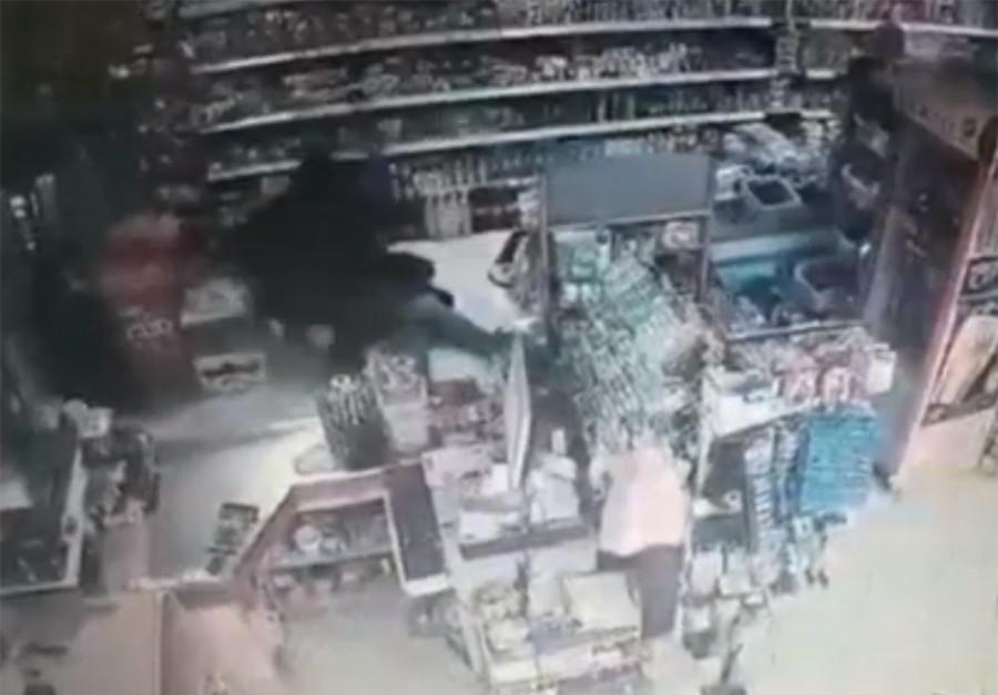 UZNEMIRUJUĆI VIDEO Ovako je dugo traženi ubica Edin Gačić SVIREPO LIKVIDIRAO Sauda Sultanića