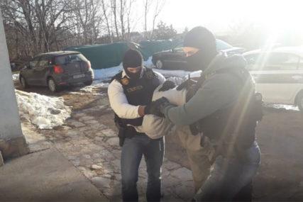 LAŽNIM KREDITIMA VARALI GRAĐANE Radnici mikrokreditne fondacije ponovo na meti policije