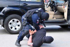 U Živinicama pronađena DVA KILOGRAMA DROGE: Uhapšeni pokušali da POBJEGNU OD POLICIJE