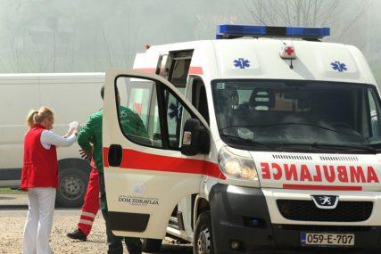 NESREĆA KOD MRKONJIĆ GRADA Povrijeđen vozač nakon slijetanja automobila sa puta