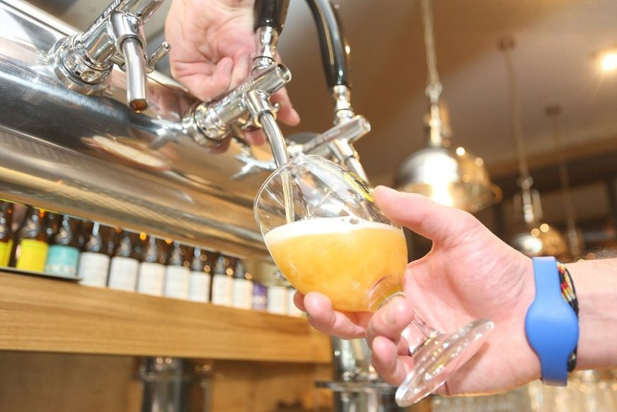 PIVO OMILJENI NAPITAK Na alkohol mjesečno potrošimo 15 miliona KM