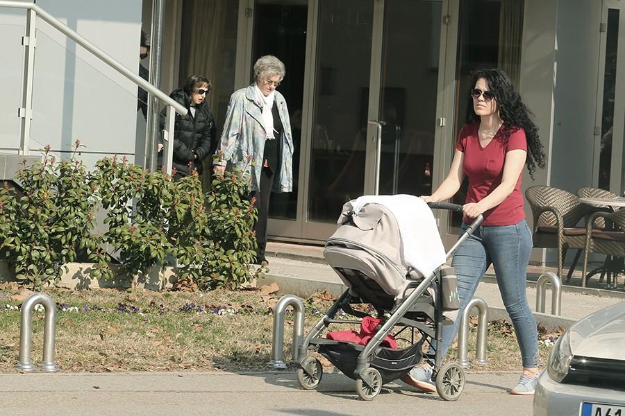 U RS sutra počinje isplata materinskog i dječjeg dodatka