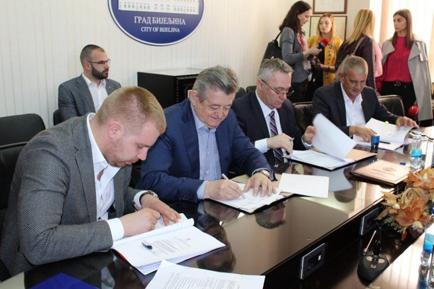 VELIKA STVAR ZA POLJOPRIVREDNIKE Potpisan ugovor o izgradnji sistema za navodnjavanje u Semberiji