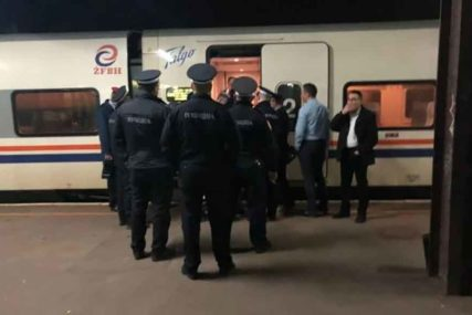 NASTAVILI PUT PREMA BIHAĆU Policija nije dozvolila migrantima da izađu iz voza u Banjaluci