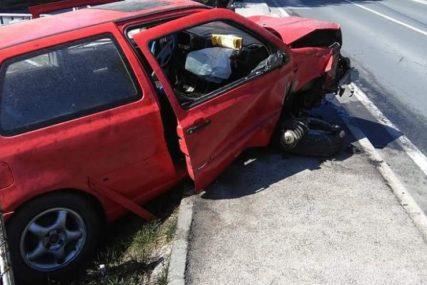 """DVIJE DJEVOJKE POVRIJEĐENE Saobraćajna nesreća kod Travnika, """"golfom"""" udarile u ogradu"""