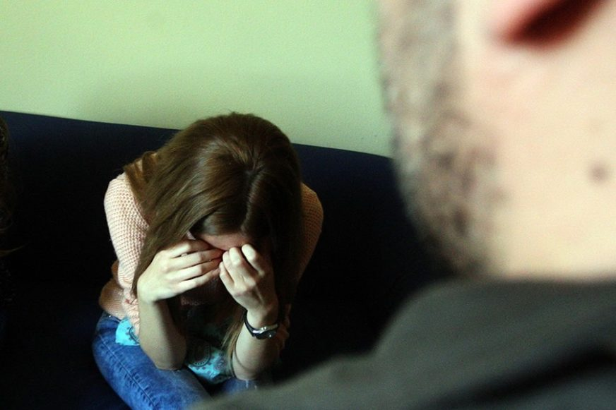 POTJERNICA ZA OCEM MONSTRUMOM Ljekarski pregled potvrdio POLNO NASILJE nad kćerkom