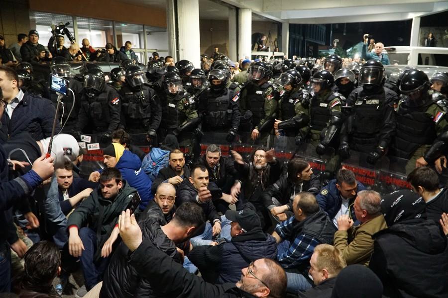 DAN NAKON BURNE NOĆI! Vučić se obraća javnosti u podne, opozicija najavila dolazak ispred Predsjedništva