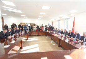U toku sastanak delegacija SNSD i SDS u Banjaluci