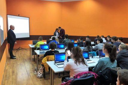 IT SEKTOR DOBIJA MLADE SNAGE Više od 40 osnovaca završilo besplatnu obuku programiranja