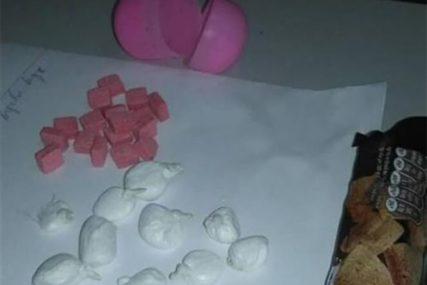 """PRETRES U MODRIČI Policija u kući pronašla spid, marihuanu i """"prašak roze boje"""""""