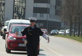 IZAZVAO HAOS Vrijeđao vozače, pa slagao da vozi ministra Dragana Lukača