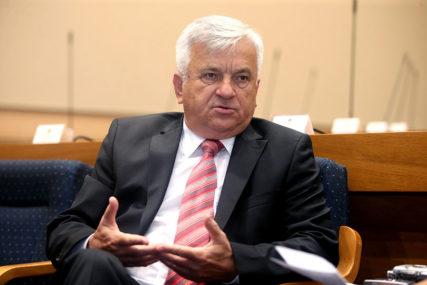 AKO PRIHVATI FOTELJU, DEMOS GUBI KLUB Čubrilović na mukama zbog ministarske funkcije