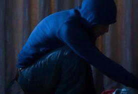 UHVAĆEN NA DJELU Migrant provalio u kuću u Tuzli, pa oštrim predmetom POVRIJEDIO VLASNIKA