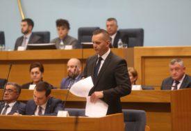 """""""OPOZICIJI SAM KOST U GRLU"""" Lukač poručio da će se povući samo pod JEDNIM USLOVOM"""