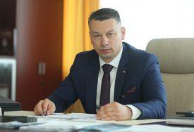 """""""ŠAMAR BiH I NJENOJ STABILNOSTI"""" Nešić o Komšićevom zahtjevu za priznanje Kosova"""
