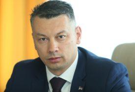 ŠOK NA KRAJU PREDIZBORNE KAMPANJE Nešić pozvao glasače DNS da glasaju i za kandidate SDS i PDP