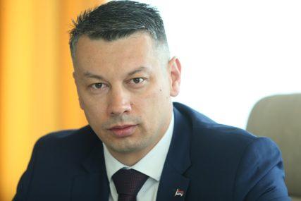 """""""Ljudi glasaju nogama i bježe od praznih obećanja"""" Slovenci Nešića predstavili kao lidera opozicije u Srpskoj"""