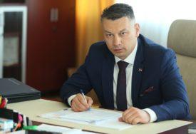 """""""PODMETANJE I SPLETKE"""" Nešić tvrdi da će se uskoro vidjeti pozadina napada na Viškovića"""