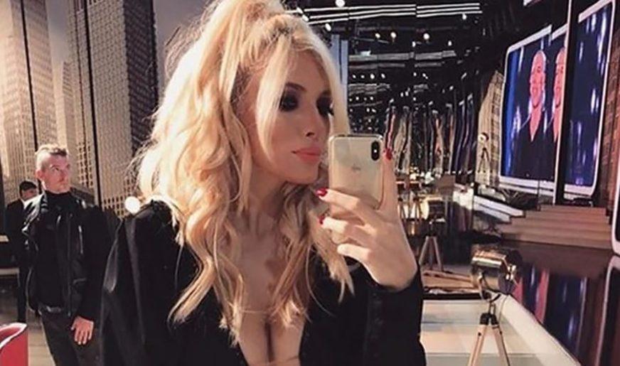 """OVO JE MOJ TAJNI RECEPT"" Pjevačica izgubila kilograme tokom izolacije, struk NIKAD UŽI (FOTO)"