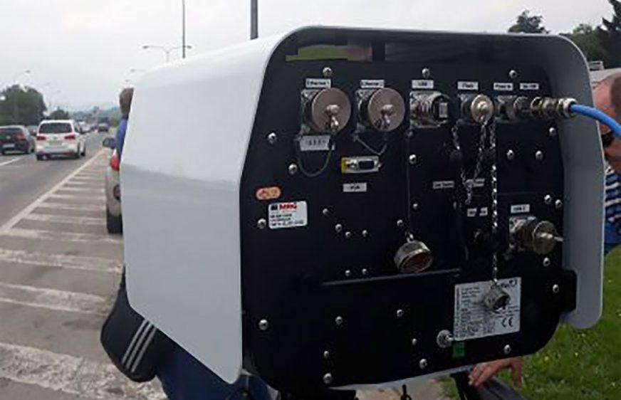 """VOZAČI, SMANJITE GAS! Na području Bijeljine pojačana kontrola saobraćaja radarom """"dual"""""""