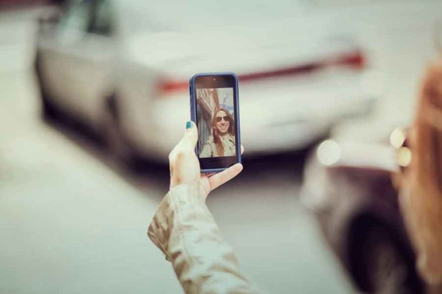 KRAJ GOLIŠAVIH SELFIJA Telefon koji sprječava vlasnika da fotografiše NAGO TIJELO