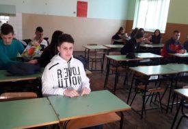 SLAVKU ISPUNJENA NAJVEĆA ŽELJA Dječak s autizmom nakon tri godine ponovo u školskoj klupi