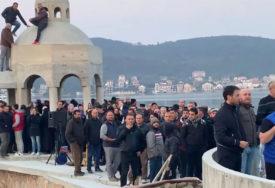 ODBRANA KRSTIONICE, DAN POSLIJE Vjernici čuvali svetinju od rušenja, a evo šta je sve u Crnoj Gori ILEGALNO SAGRAĐENO