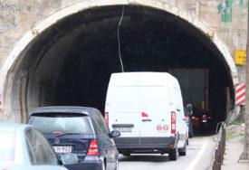 HOROR KOD SARAJEVA U tunelu se prevrnuo automobil, tri osobe poginule, među njima i DIJETE