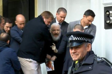 OD VOŽNJE SKEJTA DO KAFE S LEJDI GAGOM Evo šta je sve Asanž radio u Ambasadi u Londonu (VIDEO)