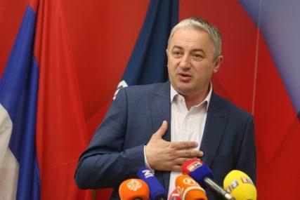 """""""VEĆINI MINISTARA NE ZNAMO NI IME"""" Borenović uvjeren da smjena Vlade ne bi ništa suštinski promijenila"""