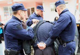 ISKORISTIO NEPAŽNJU RADNICA Mladić ukrao novac iz dvije trafike, pa ubrzo uhapšen