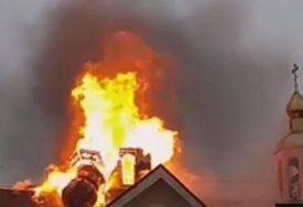 VATRA SRUŠILA KUPOLU Dan prije požara na katedrali Notr Dam, gorio Nikolajevski hram u Ukrajini (VIDEO)